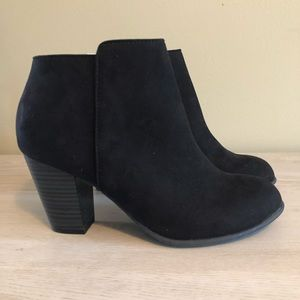 Black Faux Suede Ankle Booties 8 NWT